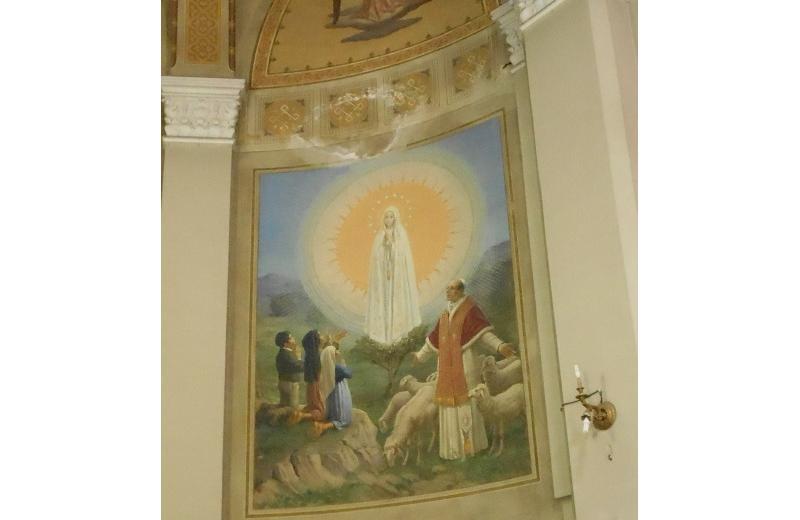 Affraesco dell'apparizione di Lourdes nell'abside della chiesa di Santa Maria Immacolata a Senigallia E. Atzori