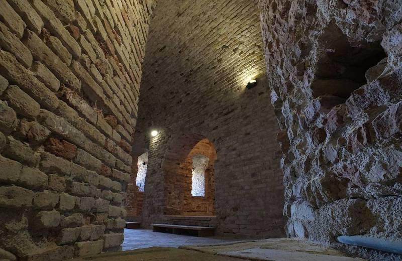 Base della torre inglobata nella Rocca Roveresca di Senigallia