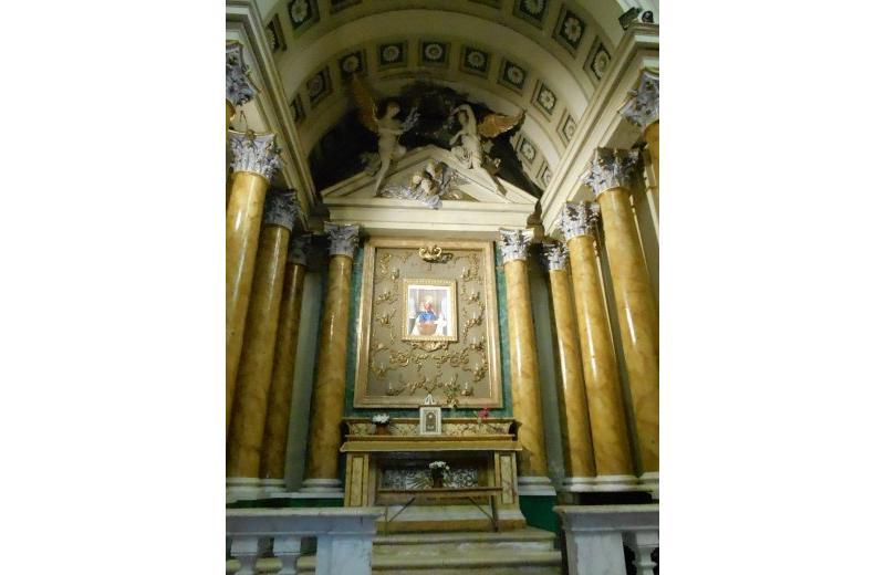 Cappella dedicata alla Madonna di Pompei nella chiesa della Maddalena a Senigallia
