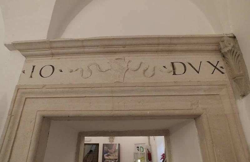Emblema di Giovanni Della Rovere all'interno della Rocca Roveresca
