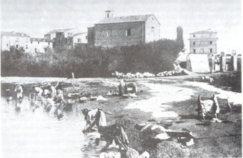 La Chiesa del Portone nell'antica collocazione nel 1925 cioè prima del terremoto del 1930