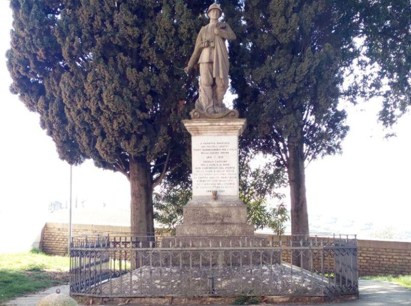 Monumento ai caduti di Roncitelli opera dello scultore Nicola Lucci inaugurata nel 1922