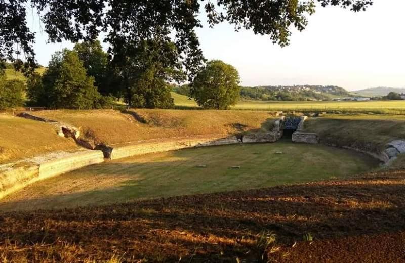 Anfiteatro dell'antica città Romana di Suasa