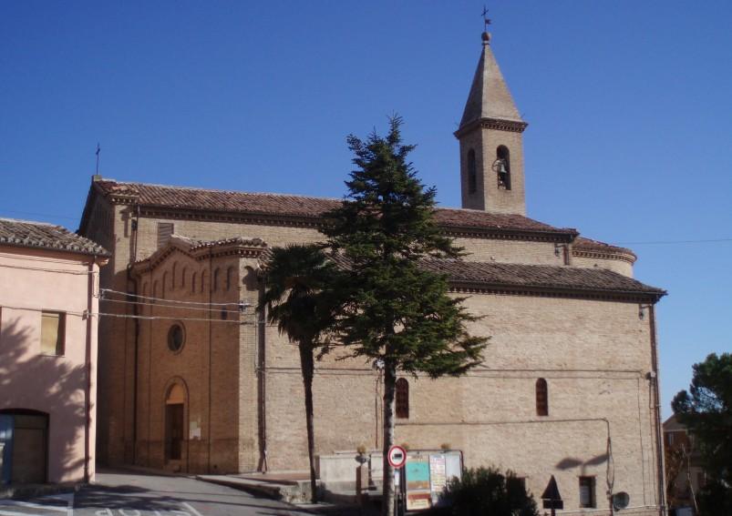 Chiesa parrocchiale dei Santi Pietro e Paolo vista da piazza Vittorio Emanuele II di Castelleone di Suasa
