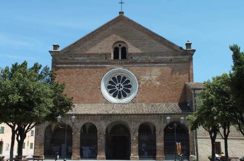 Facciata dell'Abbazia Santa Maria di Castagnola a Chiaravalle