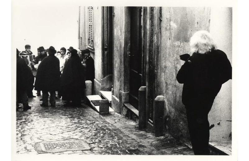 Giacomelli at work Montecarotto Pasquella 17 1 1993 by Sofio Valenti Courtesy Archivio Mario Giacomelli