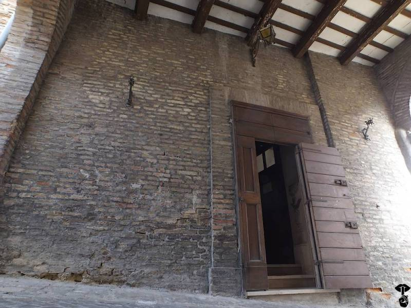 Ingresso, sotto l'Arco, della chiesa di santa Barbara a Barbara