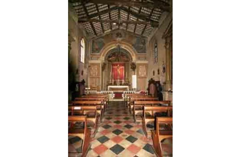 Interno del Santuario del Santissimo Crocefisso di Ostra 1