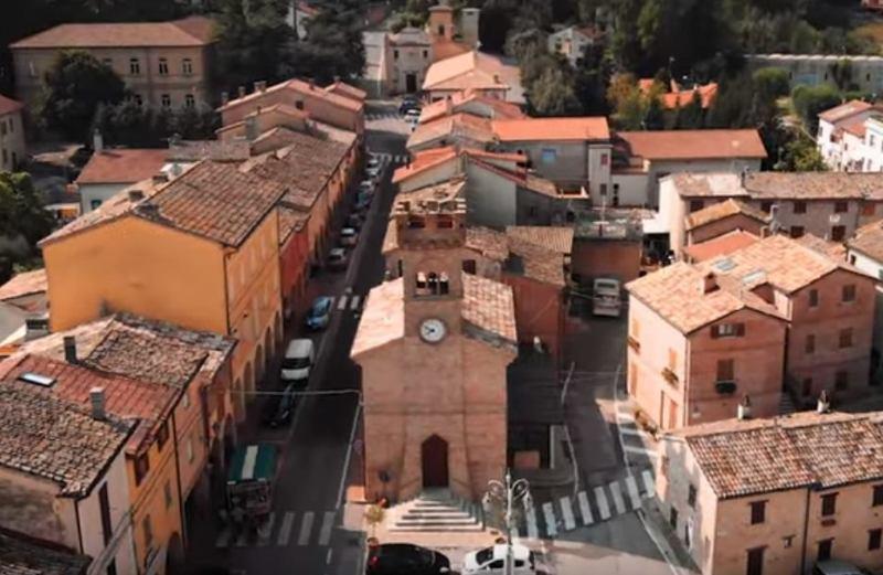 La ex chiesa di Sant'Antonio Abate in piazza Vittorio Emanuele II a Castelleone di Suasa