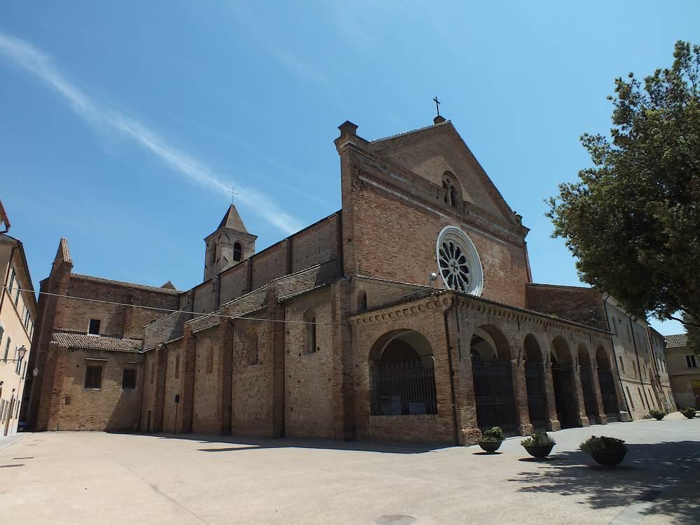 Lato sinistro dell'Abbazia Santa Mari di Castagnola a Chiaravalle