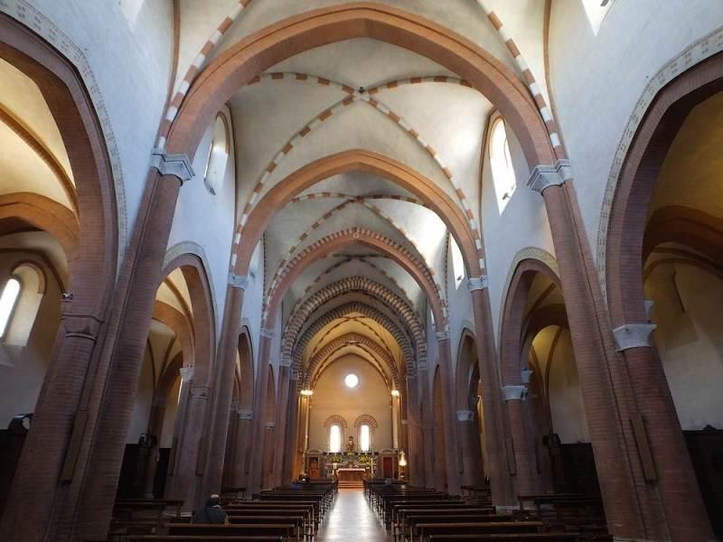 Navata centrale dell'Abbazia Santa Maria di Castagnola a Chiaravalle