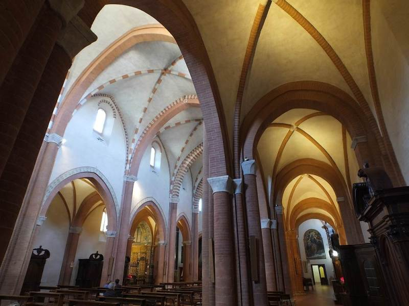 Navata destra dell'Abbazia Santa Maria di Castagnola a Chiaravalle