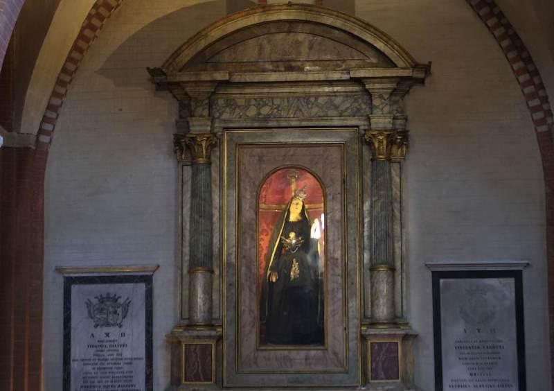 Statua in pietra colorata di Santa Maria in Castagnola, del 1200