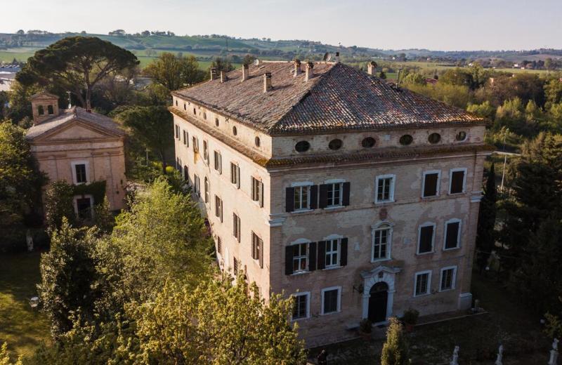 Palazzo Antonelli Augusti Castracani detto delle Cento Finestre a Brugnetto di Trecastelli