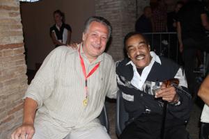 Tommy Hunt e il giornalista del Corriere Adriatico Mario Maria Molinari al Summer Jamboree  #15 di Senigallia foto Giancarlo Sabbatini