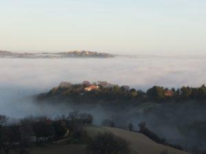 Emerge dalla nebbia