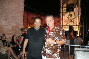 Gary U.S. Bonds e il giornalista del Corriere Adriatico Mario Maria Molinari foto Giancarlo Sabbatini (3)