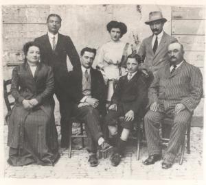 Augusto Paci e Ida Giorgini Bacchi con il loro figli Corrado, Francesco, Teresa, Gino e Quinto